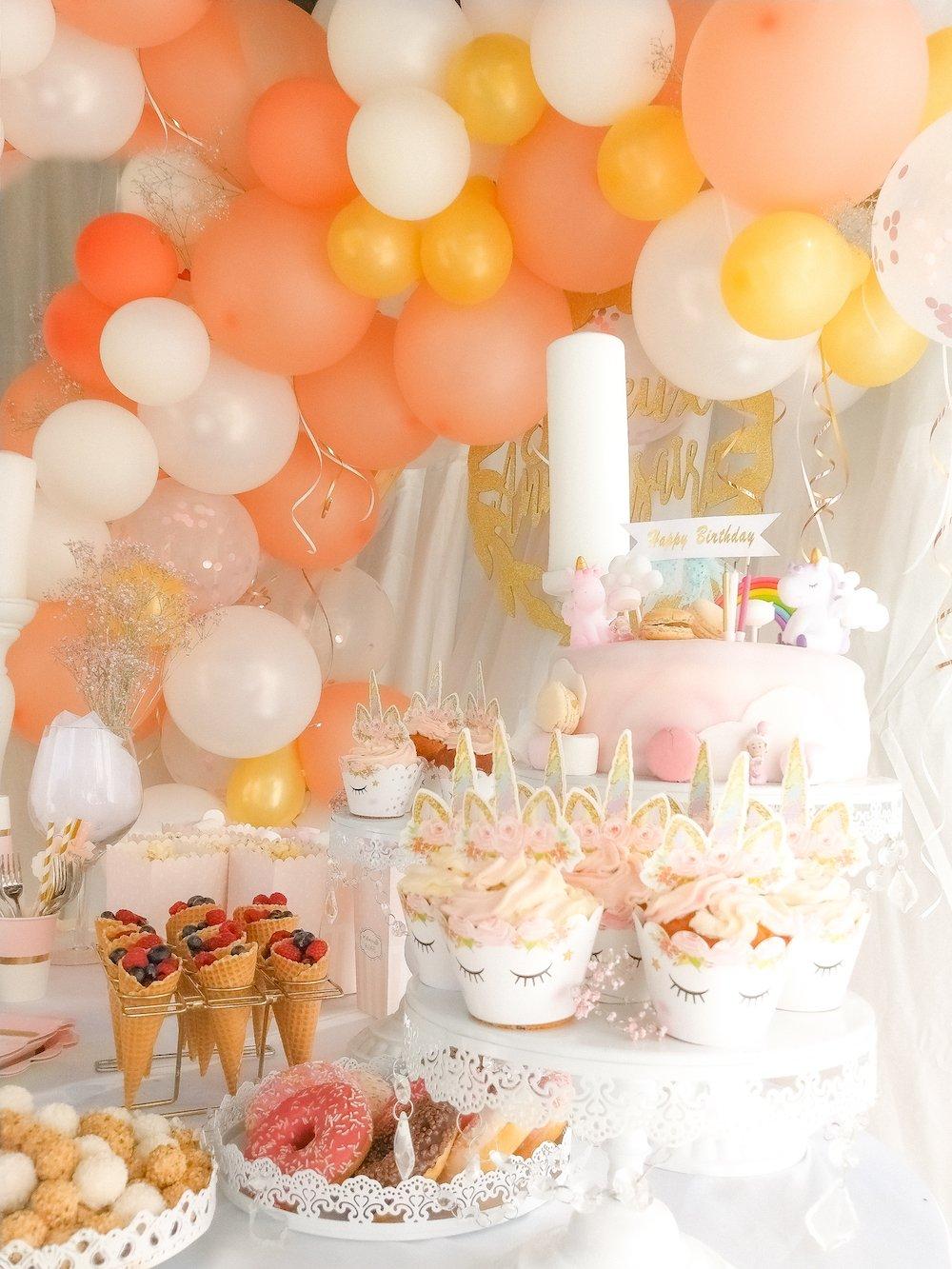 Décoration d'anniversaire douceur girly pour les 3 ans d'une petit fille