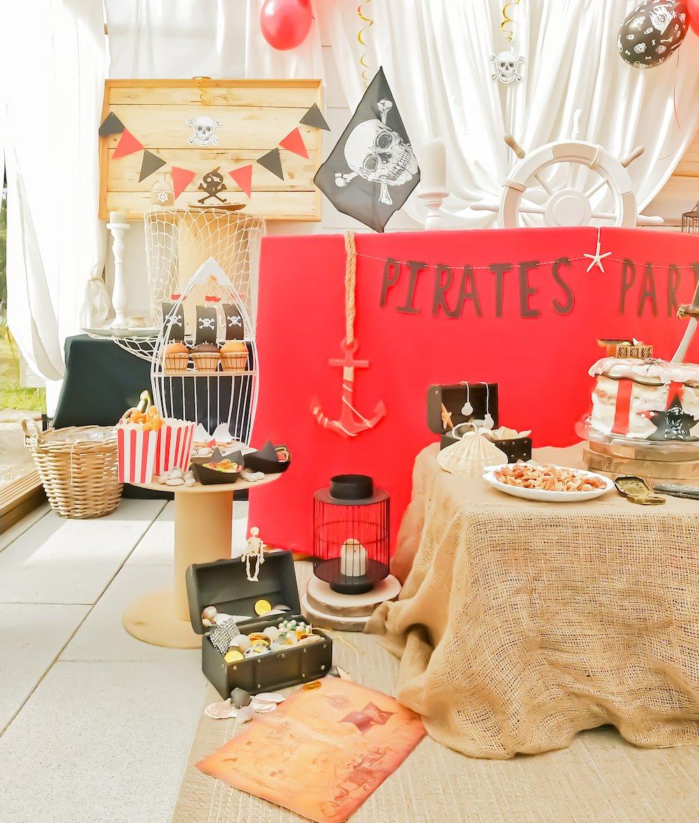 Décoration d'anniversaire petit garçon thème bateau de pirates
